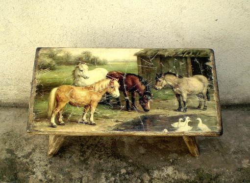 Samlík s motívom koní
